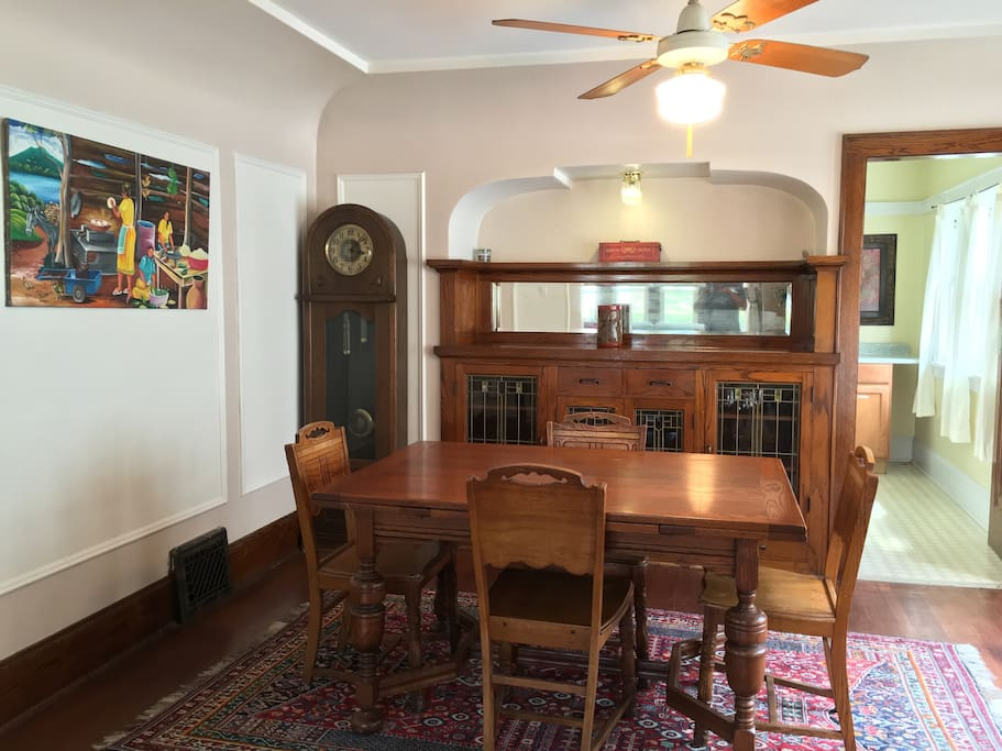Beautiful bungalow in milwaukee riverwest h user zur for Dining room tables milwaukee