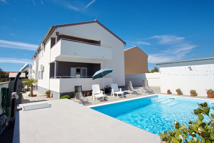 "Apartments ""Zlatko"" Ap.3 with pool"