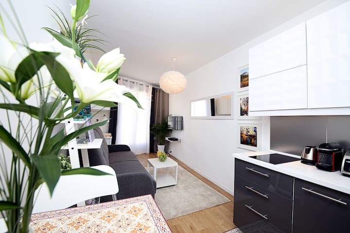 COSY CLEAN STUDIO IN AIX OLD TOW, LIFT AIRCO WIFI