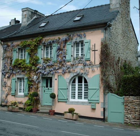 Les Glycines B&B- The Cream Room - Huelgoat - Bed & Breakfast