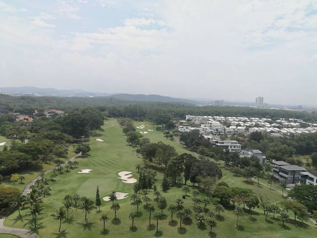 Cozy Golf-view Spacious 3 Bedroom Family Apartment
