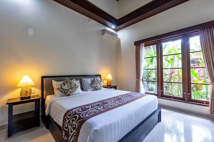 Double or Twin Bed with Tropical Garden View