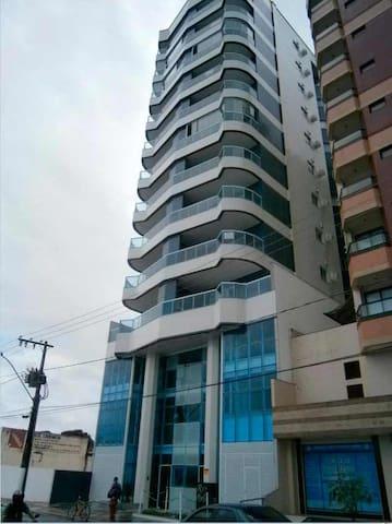 Apartamento novo e bem localizado em Guarapari