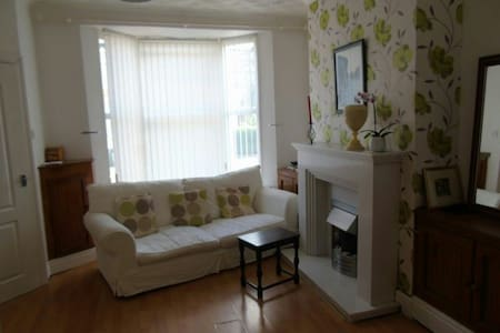 Cosy 2 bedroom house - Bootle