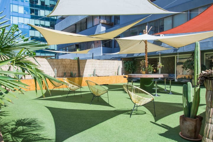 The Lounge - 3BR W/ Terrace, Wifi, Shopping