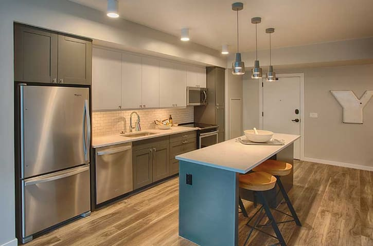Beautiful brand kitchen kitchen with all new professional grade cookware, dishes, barware and more!