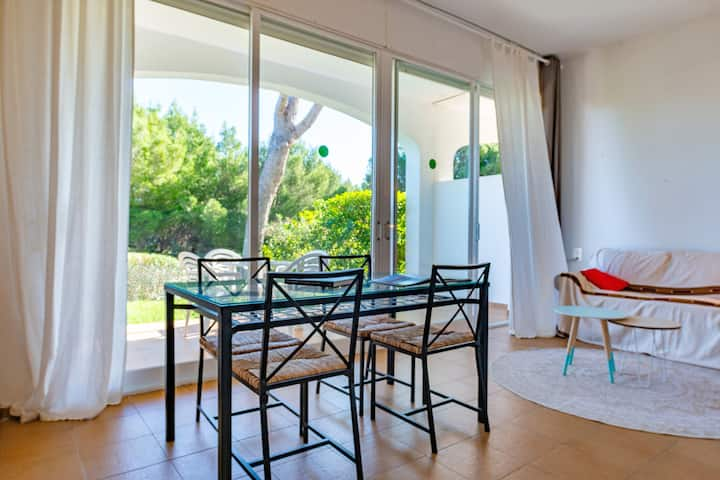 "Cosy Apartment ""Apartamento Coves Noves"" close to the Sea with Pool, Wi-Fi, Terrace & Garden; Parking Available"