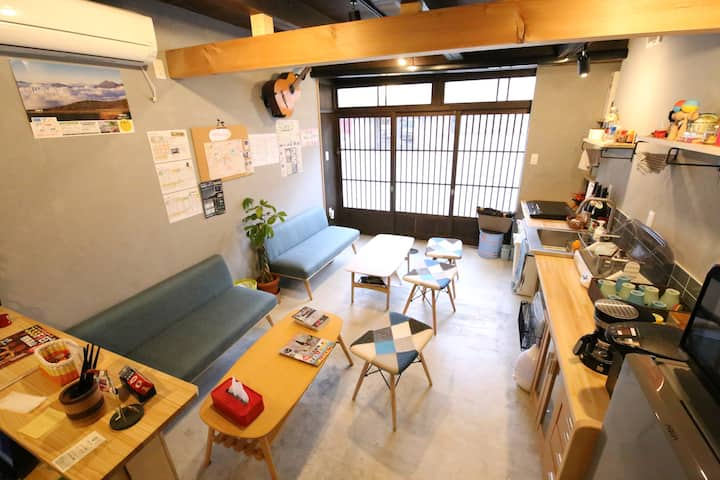 Kami1 backpackers J-style small single room