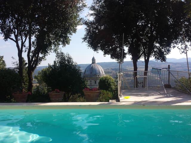 Villa con piscina a Todi, con vista Consolazione - Todi - Allotjament sostenible a la natura