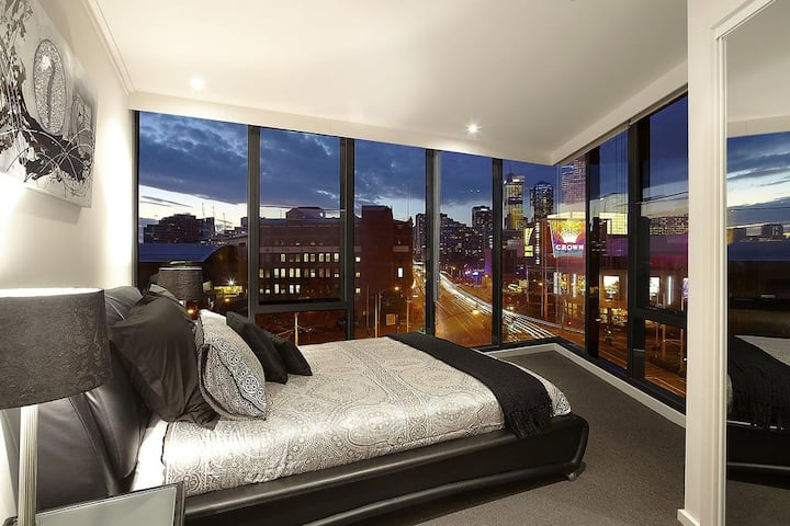 Luxurious 4 Bedroom apt next to MCEC and Casino!