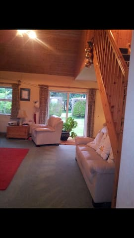 Peaceful retreat, beautiful warm family home