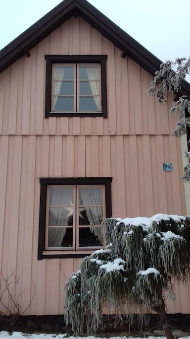 Ditt köksfönster längst upp under takåsarna.