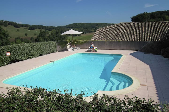 Cozy Holiday Home in Montayral with Private Pool