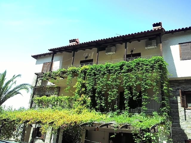 Traditional two-floor villa - Metamorfosi - Villa