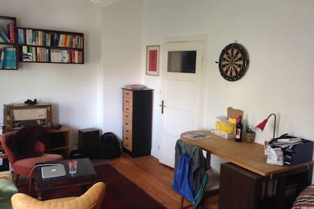 Günstiges Zimmer in 3er WG in guter Lage - Kiel - Appartement