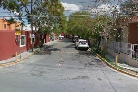 Casa en zona ideal de San Pedro Garza García - San Pedro Garza García
