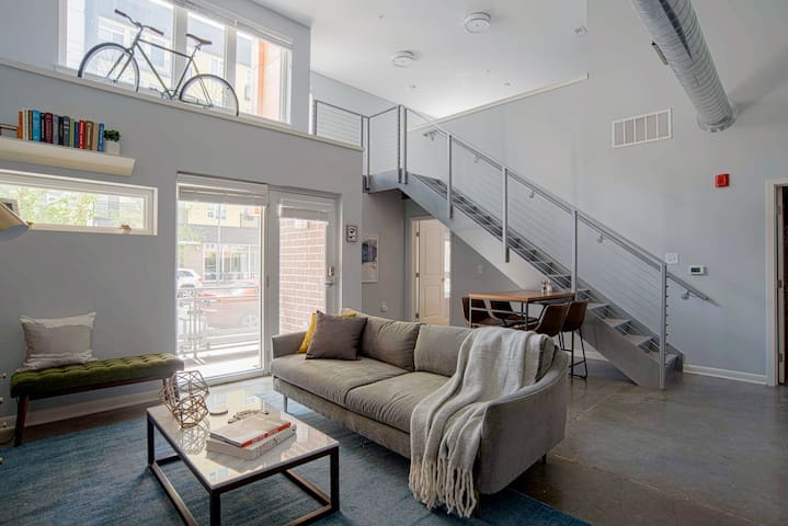 Sophisticated 2BR Loft in the Heart of Downtown