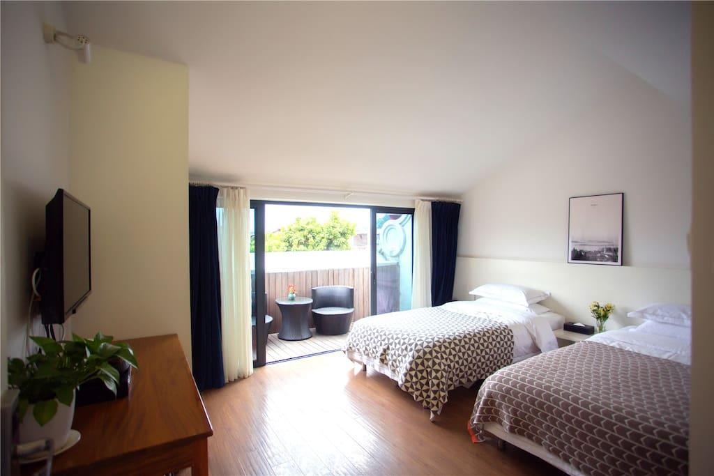 客房实景拍摄(2张1.2米单人床、35㎡,独立卫浴,独立阳台)