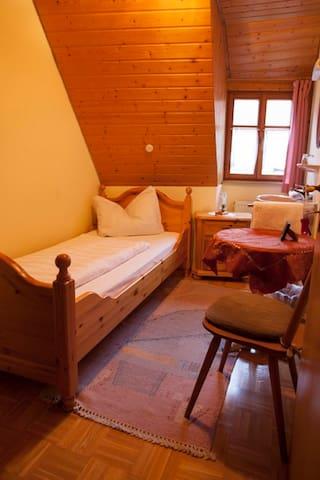Pension Elke Rothenburg (Rothenburg ob der Tauber), Einzelzimmer Standard/Etagendusche mit Frühstück inklusive