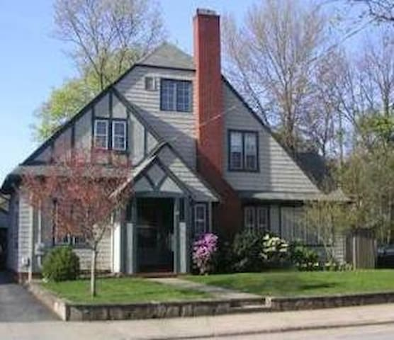 Great home 2.5mi - Brown University - Pawtucket - บ้าน