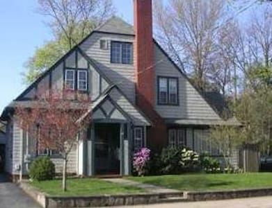 Great home 2.5mi - Brown University - Pawtucket - House