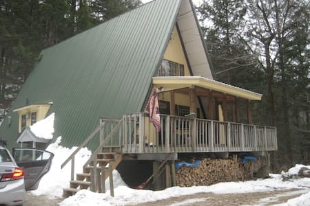 """Charming """"A"""" frame cabin on 3 acres - Cabin"""