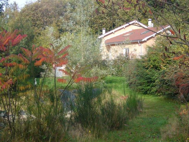 Le Jardin Ombragé - Saint-Paul-d'Izeaux - House