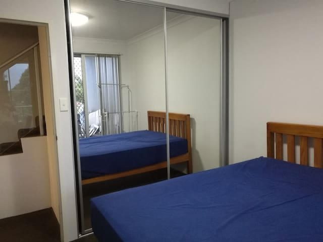 NEW APT close to BANKSTOWN CBD - Bankstown - Apartemen