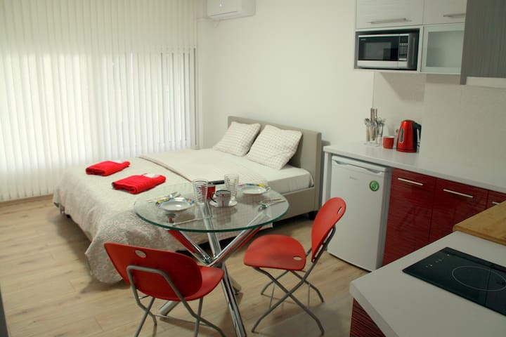 THE NEW STUDIO SUITE NEAR AKROPOLIS - Athina - Lägenhet