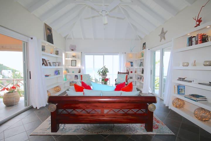 Luxury 3 Bed Sea View Villa, Beach, Pool & Garden