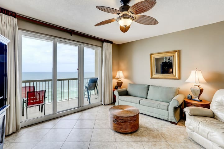 Family-friendly flat w/ stunning view, shared pool, & beach access!