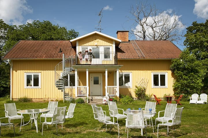 House for 3-4 families for rental - Flen S