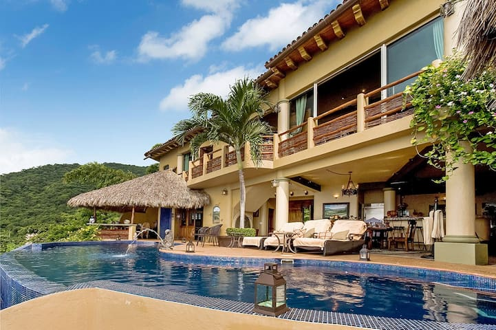 Villa Los Arcos - 5 Star Oceanfront w/Full Staff