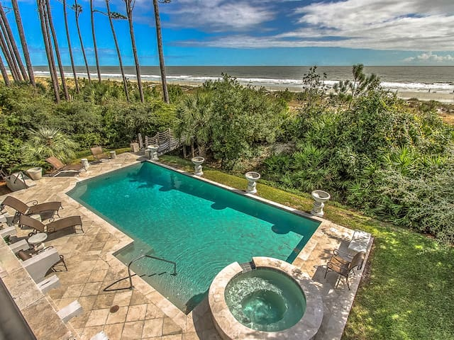 Oceanfront Pool at 10 East Wind