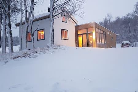 Gamtunet - idyllic cabin - spectacular location - Lyngen