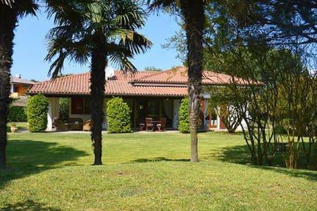 Villa con ampio giardino sul fiordo - Isola Albarella - Villa