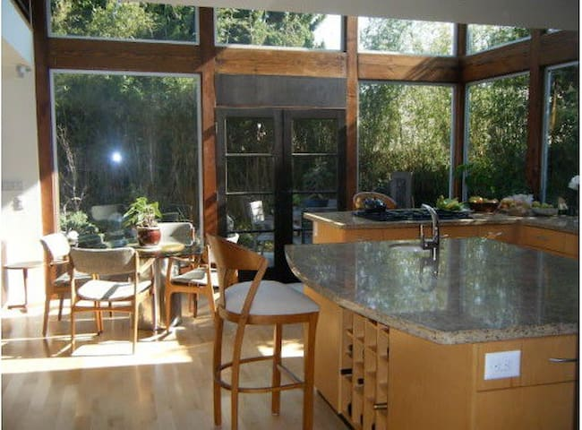Architectually designed 3 bds.3bths - Los Angeles - House
