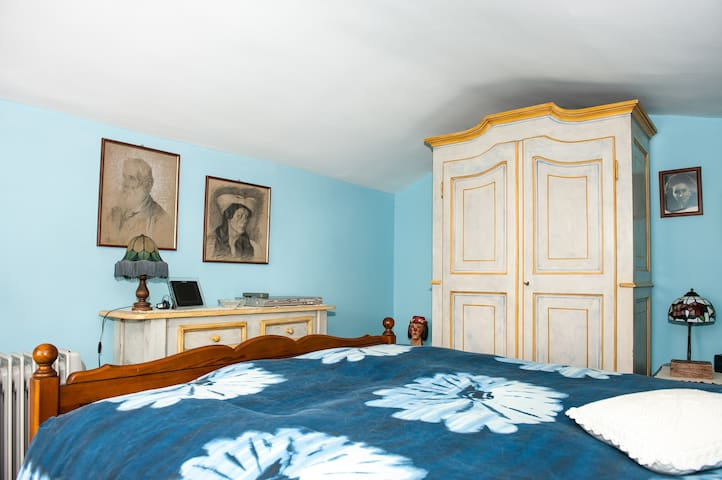 Villa Mirano B&B Blue Room