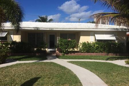 Island Beach Retreat - Palm Beach Shores - Casa