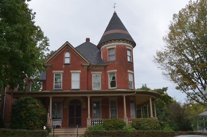 Historic home near City Park - Hagerstown - Hus