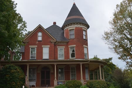 Historic home near City Park - Hagerstown - Casa