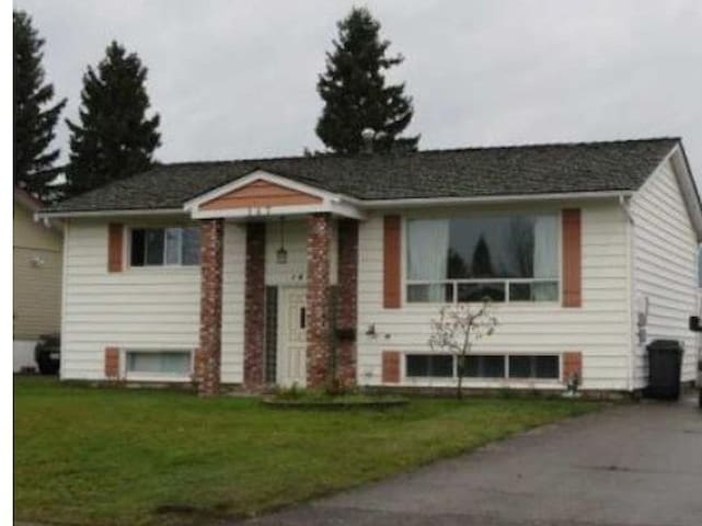 Private rooms or entire bsmt suite - Prince George - Haus