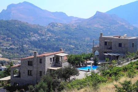 Rodamos 5 Bedroom Villa - Lampini