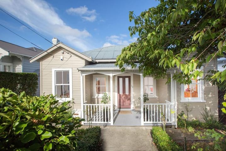 Mt Eden villa, SCHOOL Holidays available!