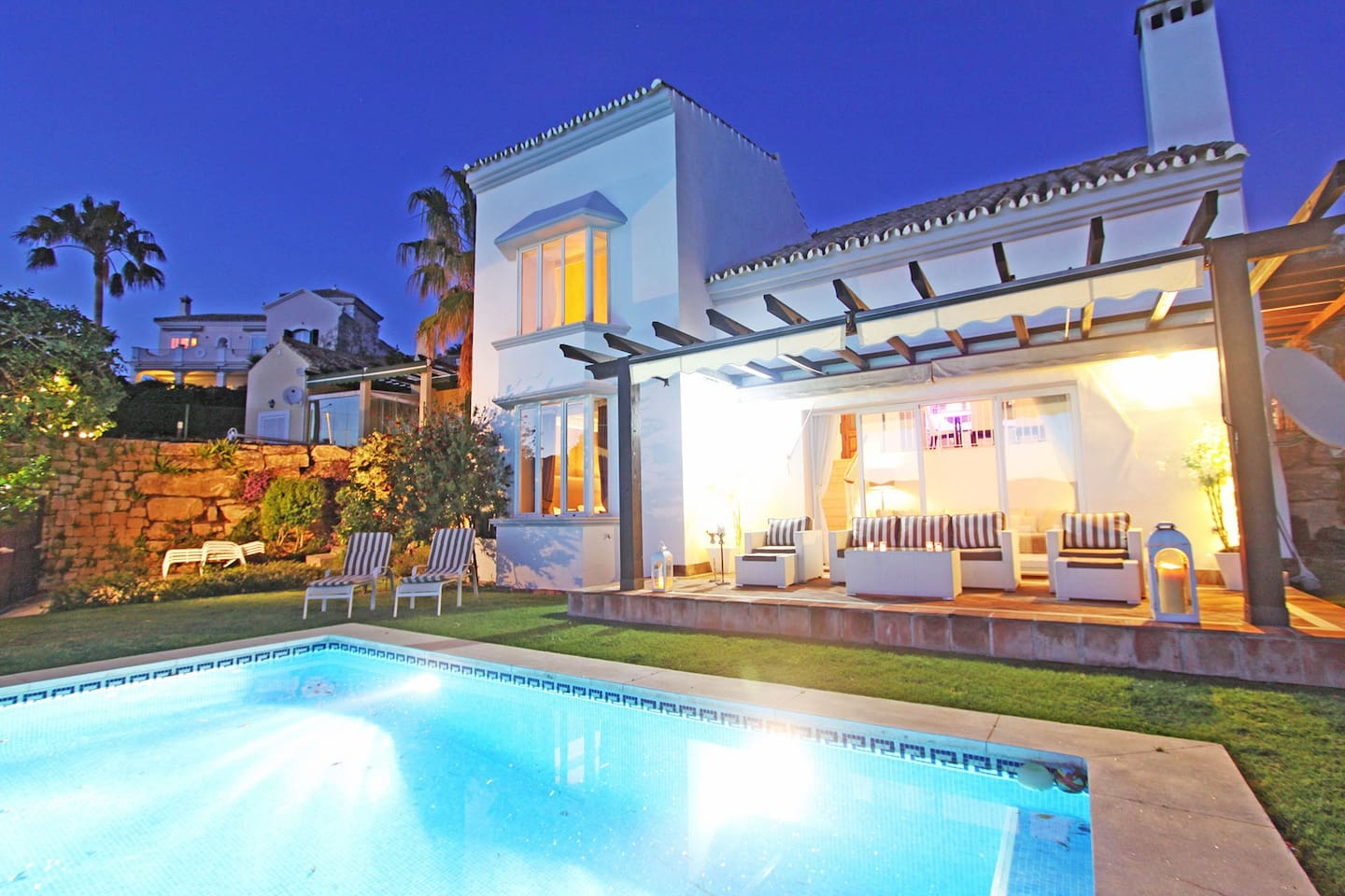 Villa new  refurbished with brand new beds and living room , outdoor lounge area