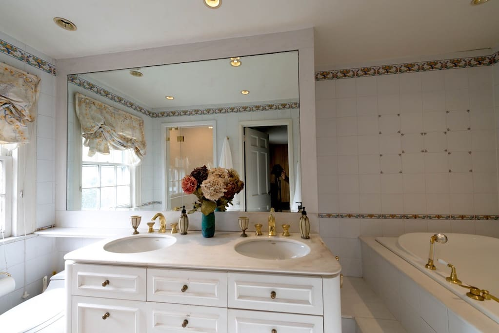 Master Bathroom w/Jacuzzi, Walk-In Shower and Steam Room.