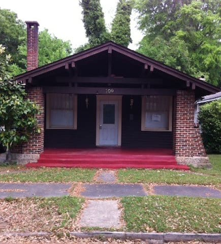 3 BR 2 Bath in Selma HIST District - Selma - House