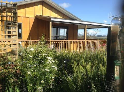 Peaceful Cottage, Harbour views.