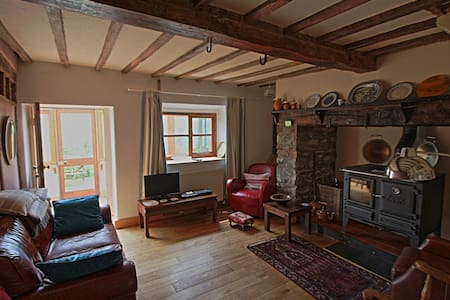Cosy cottage with stunning views - Machynlleth  - Hus