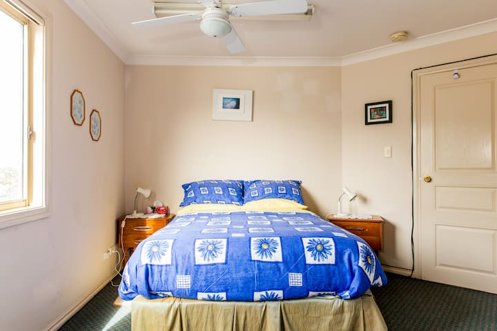 Sydney SWest Entire Family Flat 1or2Br w/parking